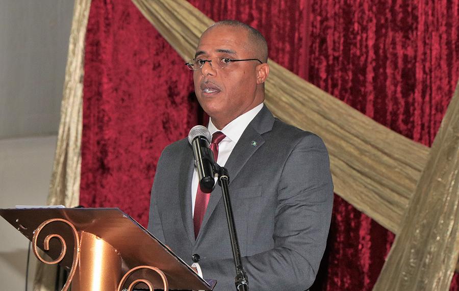 MinisterDamesatlecturn-WEB-IMG_2150edER