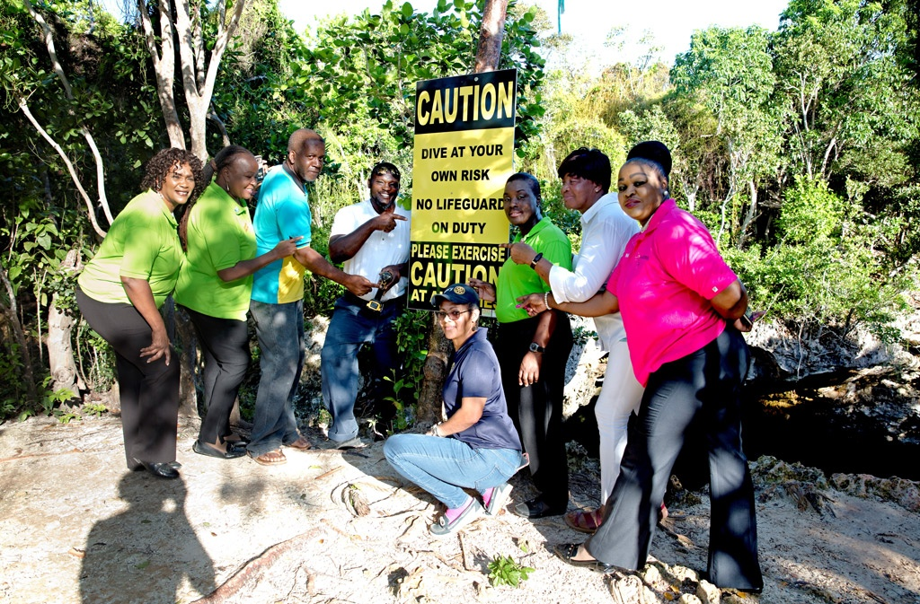 The Pineapple Festival Committee chaired by Mrs. Patsy Fowler, in partnership with the Ministry of Tourism, and the North Eleuthera District Council, on Friday, October 4th, 2019, erected a number of safety and other pertinent signage at the Sapphire Hole and Preacher's Cave locations, with the assistance of Ministry of Works personnel.
