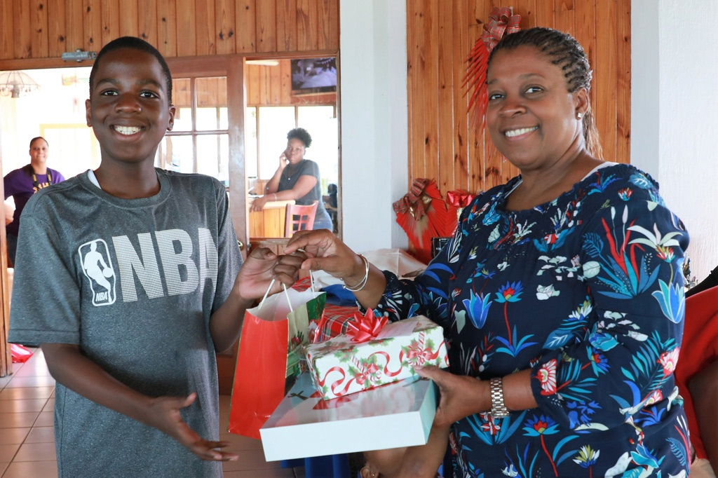 Mrs. Agatha Bethel of Hailshams, presenting gifts donated by the corporate community.