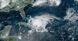 Hurricane-ISIAIS---satellite-image---approaching-central-bahamas