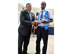 Hon. Oswald Ingraham presenting to Deputy Head Boy, Johnathan Adderley of the Class of 2016 - 490A7433