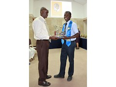 Mr. Kirkwood Cleare presenting to Deputy Head Boy, Aaron Munnings of the Class of 2016 - 490A7471
